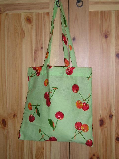 сумочка на длинном ремешке от шанель